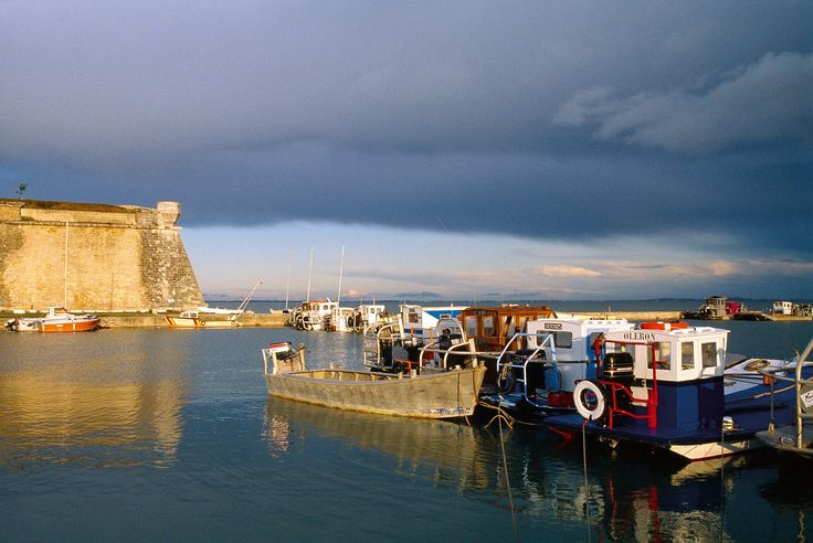 Citadelle et port ostréicole du Château-d'Oléron | Ile d'Oléron Charente-Maritime Tourisme #charentemaritime | #patrimoine | #tourisme | #iledOléron  | © Hugues Chemin