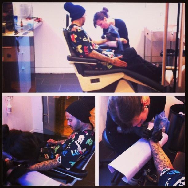 Danny Fernandes getting tattooed by Alex Zgud