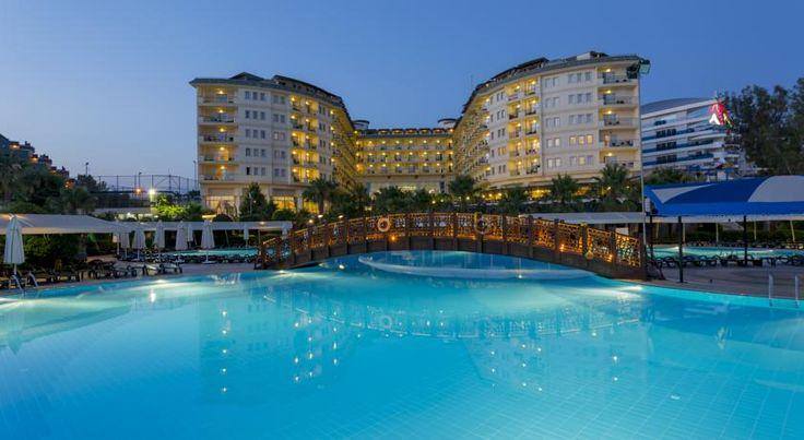Курортный спа-отель Mukarnas находится непосредственно на берегу моря в Средиземноморском регионе. Здесь к вашим услугам отдельный песчаный пляж, открытые бассейны, водные горки и спа-салон. В архитектуре отеля Mukarnas прослеживается влияние сельджуков.