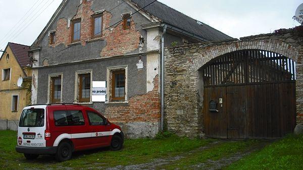 Ilustrační foto: Při prodeji nemovitosti je prodávající ze zákona povinen zajistit vystavení Průkazu energetické náročnosti budovy (PENB). Pokud to neudělá, hrozí mu vysoká pokuta.