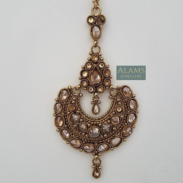 • Beautiful tikka. £10 with free UK postage and packaging. Please DM with your enquiries. #alamsjewellers #jewellery #indianjewelley #asianjewellery #indianbride #bangladeshibride #pakistanibride #pakistanifashion #southindianbride #southindianjewellery #gold #bangles #mala #necklace #tikka #tikli #earrings #jhumar #hudabeauty #zukreat #vintage #antique #mua #bridaljewelry