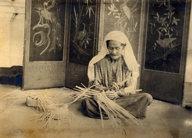 MALAY WOMAN MAKING A BASKET - MALAYA - 1922