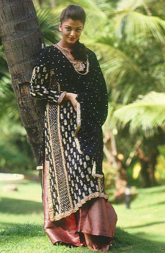 Ritu Kumar. Indian Couture.