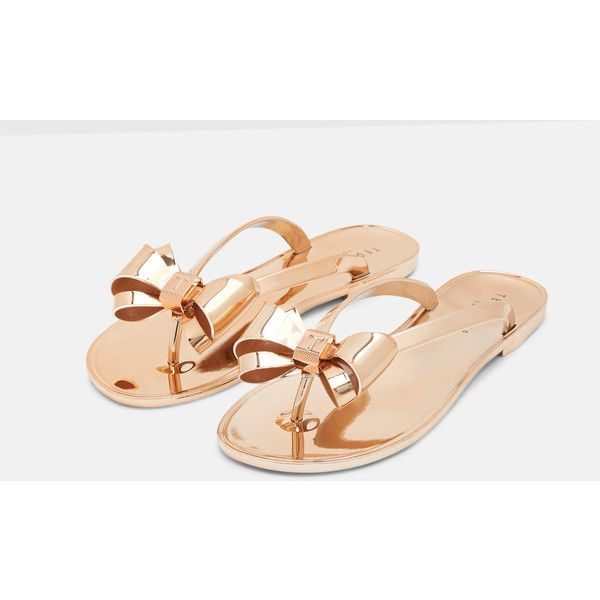 Ted Baker Bow detail flip flops Rose (1,150 MXN) ❤ liked on Polyvore featuring shoes, sandals, flip flops, bow shoes, metallic sandals, rosette shoes, metallic shoes and ted baker flip flops