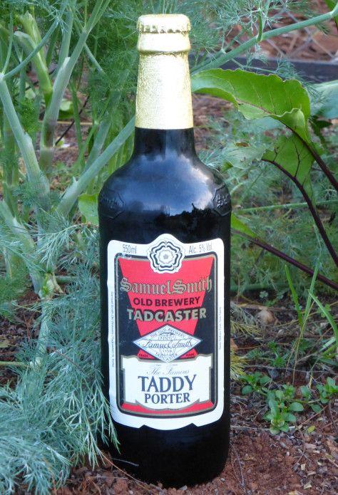 Samuel Smith's Taddy Porter, class in a glass