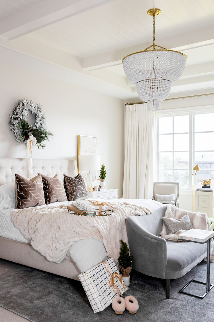 Holiday Home Tour: A Neo-Traditional Family Home - Damask & Dentelle blog