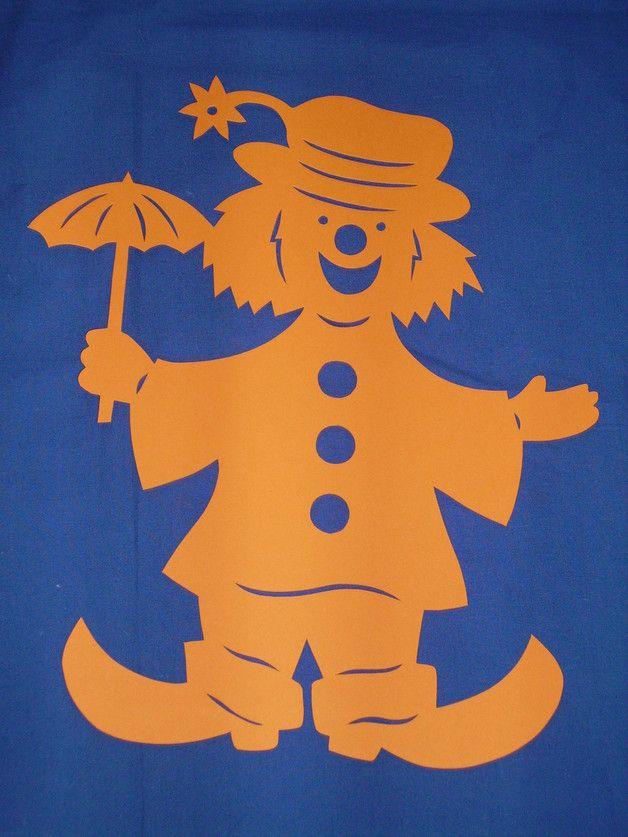 Biete hier eine tolle Deko für Ihr Fenster an.  **_Clown mit Schirm_**  Er ist filigran aus stabilem Tonkarton 300g/qm in **_Handarbeit_** hergestellt  und ist **_ca. 48 cm groß_**  Kann...