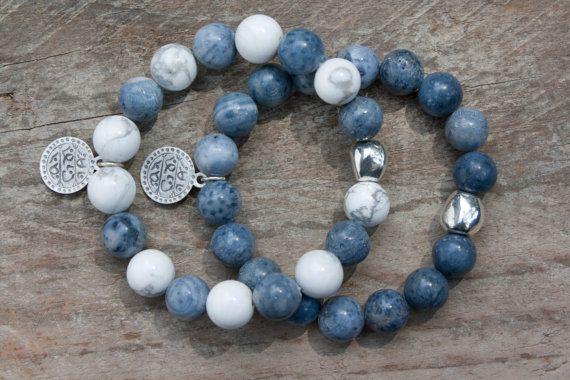 Howlith blaue Koralle Armbänder Set Schmuck von MartaDissenys