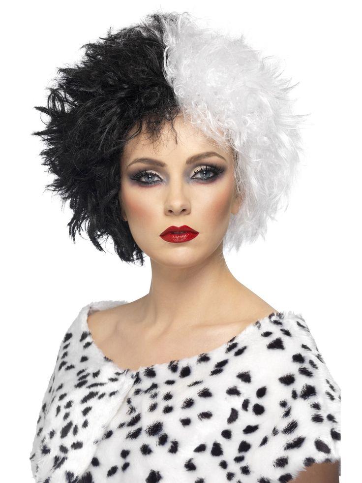 Madame de Vil -peruukki. Tällä peruukilla taiot itsellesi Madame de Vilin huiman, musta-valkean ja kiharan hiustyylin hetkessä.