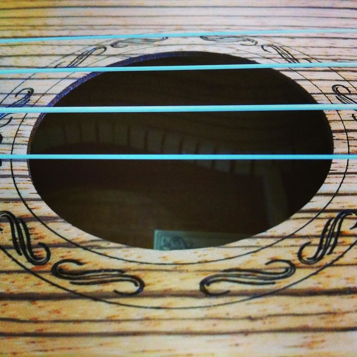 Fin de los exámenes!! Ahora a desconectar un poco y que mejor manera que tocando un poco en el día de la música...    #ukelele #ukulele #music #precious #detail #myfair #vintage #4strings #diadelamusica #musiclover