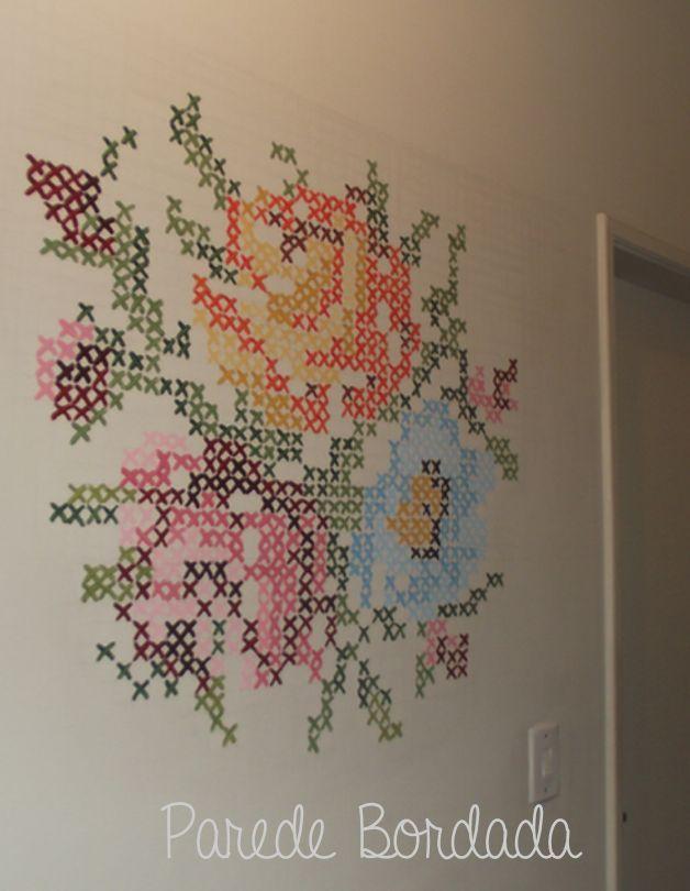 """Pintura na parede em """"ponto cruz"""""""