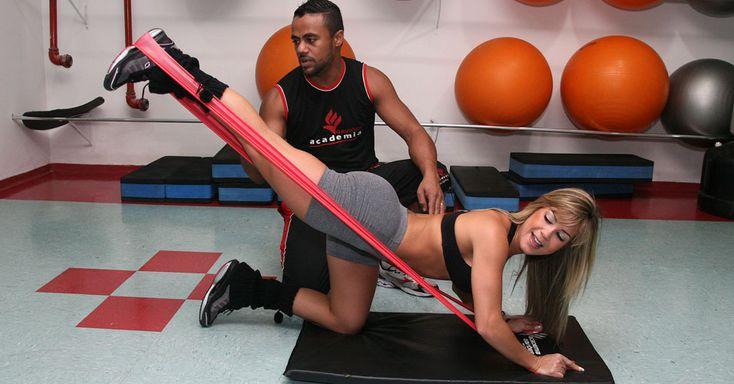 Fotos: Garoto e Garota Fitness mostram como treinar pesado com faixa de resistência - UOL Ciência e Saúde