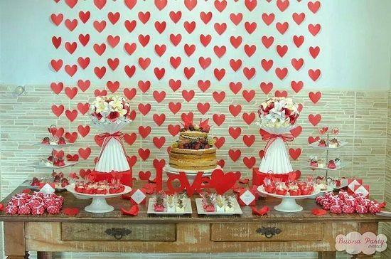 Decoração de casamento simples com corações