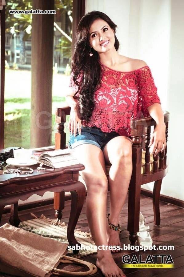Sana Khan Hot Unseen Bikini Photo Gallery (17)