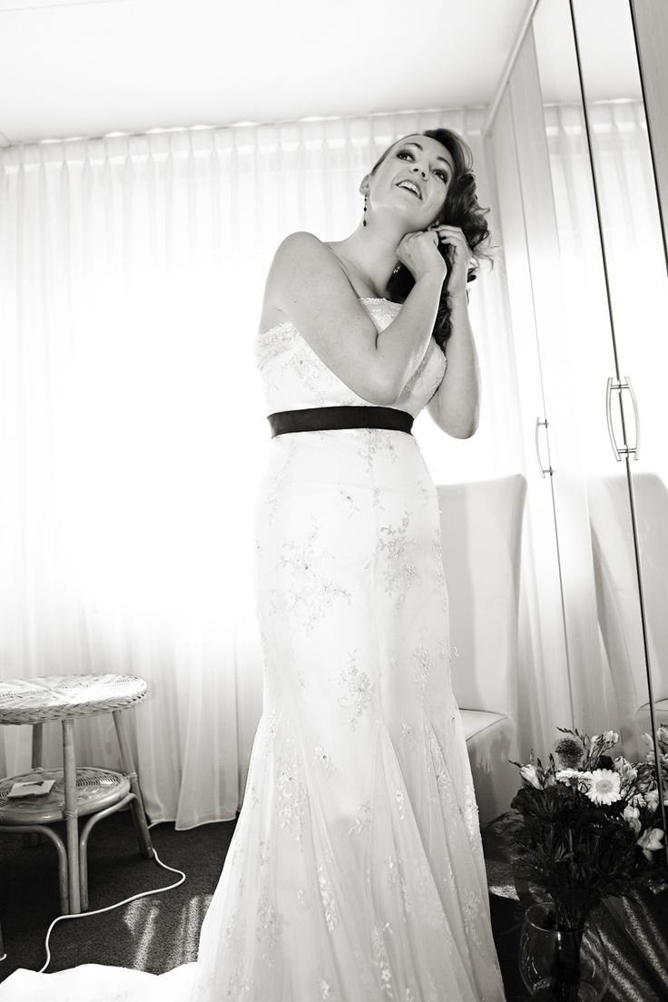 Preparing for the wedding www.bibifotografie.nl