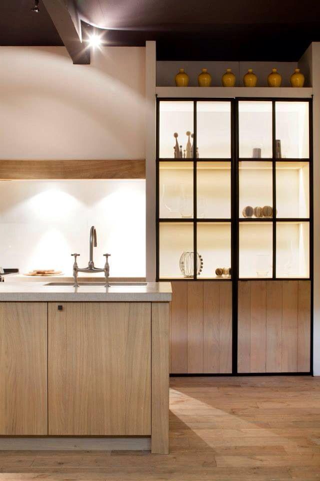 Keuken Plint Rvs : Vitrinekast keuken, misschien leuk om het randje van RVS te laten