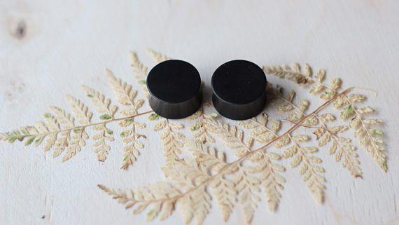 ear gauges - ear plugs - black gauges - black plugs - organic plugs and gauges - natural plugs - plugs for ear lobe - ebonite - hardrubber