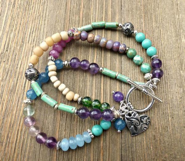 Fioletowy.  Kamień, Czeskie szkło, indonezyjska szkło i srebrna metalowa biżuteria.