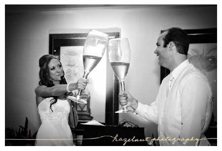 Una idea divertida para brindar en la boda {Vía, In The Now Weddings}