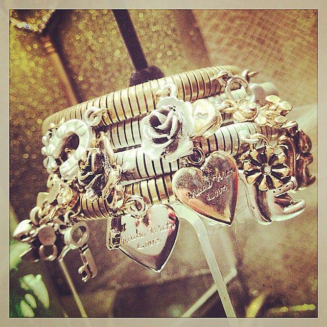 Vintage inspired bracelet, rosa velvet shop on line, on line boutique, braccialetti con charms, made in Italy, accessori moda,