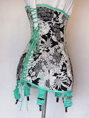 free 1911 corset pattern and tutorials. This even explains how to make the garters too.