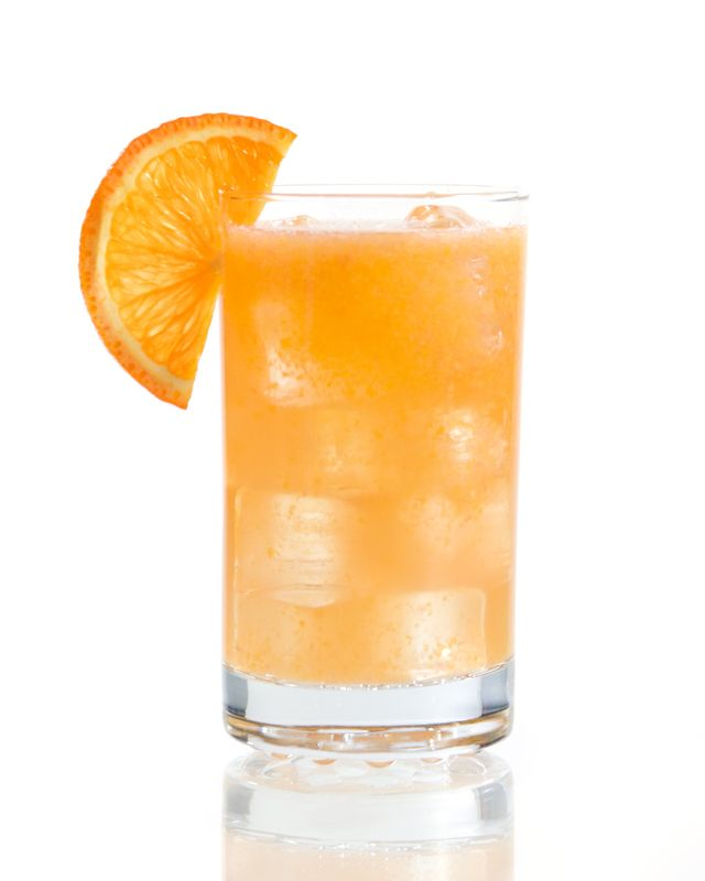 How to Make a Fruity Fuzzy Navel with Peach Schnapps & Vodka