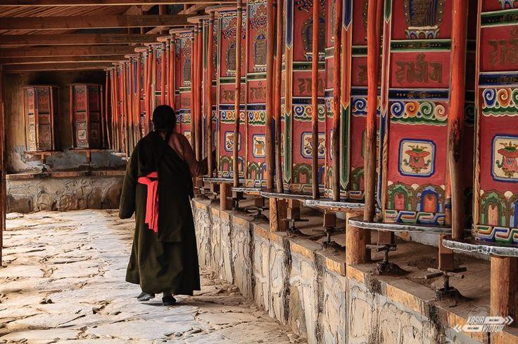 Tíbet ¿Qué hay en China que atraiga más? ¿La Gran Muralla? ¿Los Guerreros de terracota de Xi'an? ¿Las megaciudades de Shanghái, Beijing o Hong Kong? No, nada de eso tiene un poder de atracción tan fuerte como el del Tíbet. Para muchas personas es un reclamo tan grande que son capaces de gastar el sueldo de muchos meses en una visita de unos pocos días. Yo no critico a esas personas, les envidio. #china #tibet #sichuan #gansu