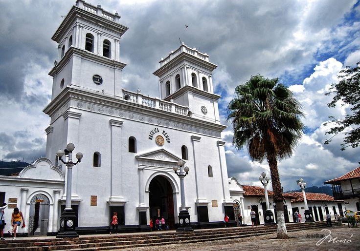 Basílica menor en San Juan  de Girón. Santander Colombia by Jonathan Muró on 500px