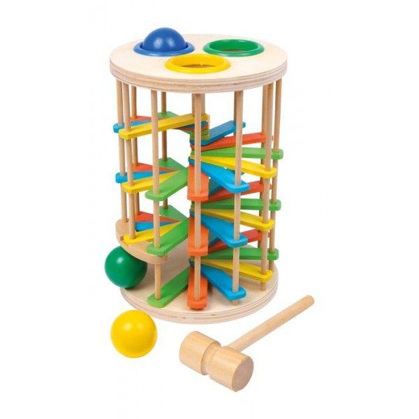 Klopkogeltoren, grootDeze fraai gevormde houten toren is een vrolijk klopspel! Met vrolijk klikklakken lopen de 3 bont gelakte houten kogels na een klap met de hamer de kleurige treden af!