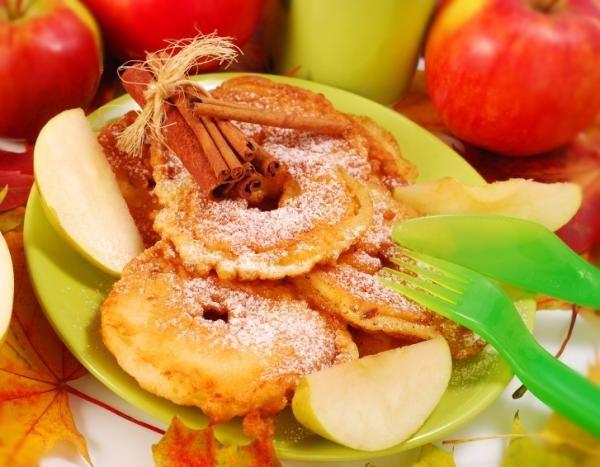 Cómo hacer chips de manzana. ¿Quieres aprender a hacer un aperitivo sano y sorprendente? En unComo.com te proponemos una receta rápida y sencilla para deleitar los paladares más exigentes. En el siguiente artículo te damos las in...