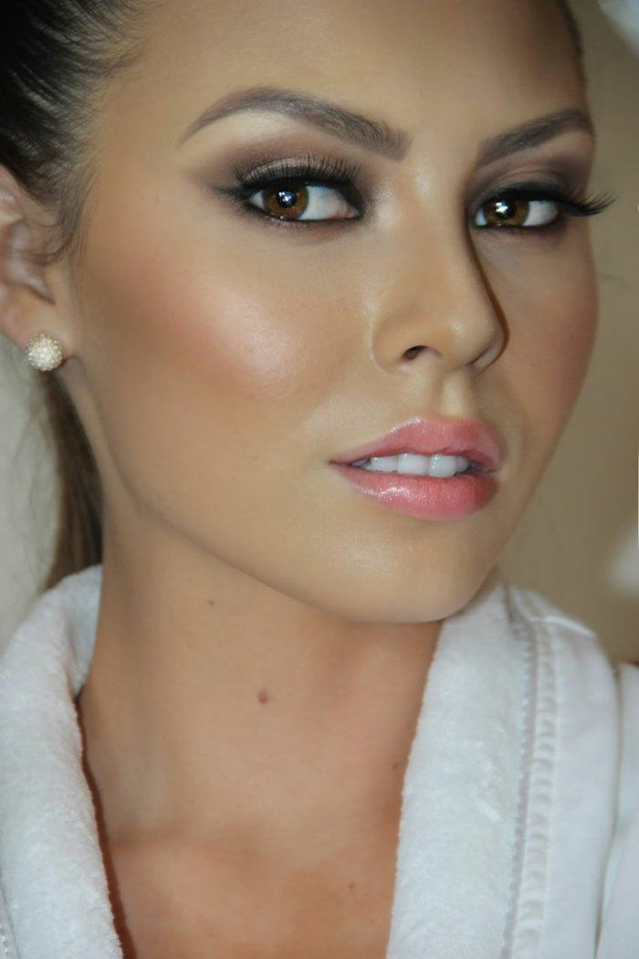 maquillage yeux avec robe rose