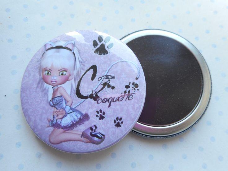 """Grand magnet 56 mm """"Miss cat - coquette"""" mauve, noir, chat : Accessoires de maison par miss-coopecoll"""
