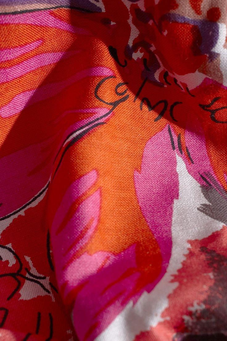 Chal con maxi estampado floral | Adolfo Dominguez shop online