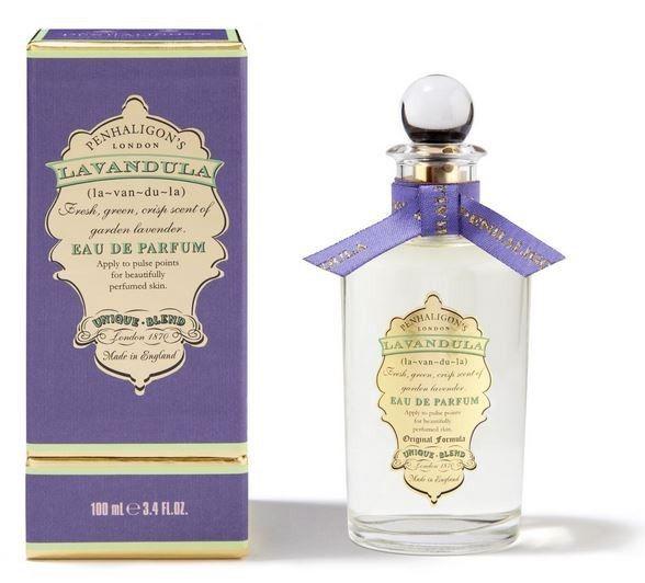 Penhaligon's London Lavandula Eau de Parfum 100ml  Lavandula è un Eau de Parfum di originalità e bellezza abbagliante. Una delizia alchemica. Ipnotica e sorprendente. Morbida e intensamente aromatica. Chiudete gli occhi e provatela.   Composizione: Basilico, Canella e pepe nero, Lavanda, Salvia Sclarea e Mughetto, fava tonka, muschio, vaniglia e ambra