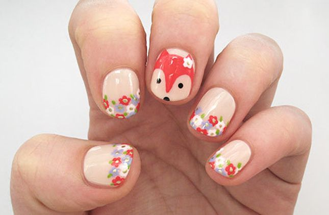 Love these foxy floral nails.