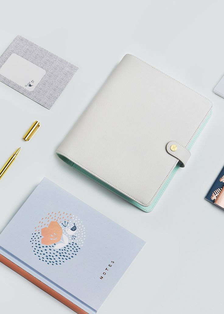 Be inspired to live your best life with this Wellness Planner. Use the gorgeous tabs to keep track of your wellness, exercise, nutrition and mental wellbeing, taking the opportunity to look back and reflect on your progress.