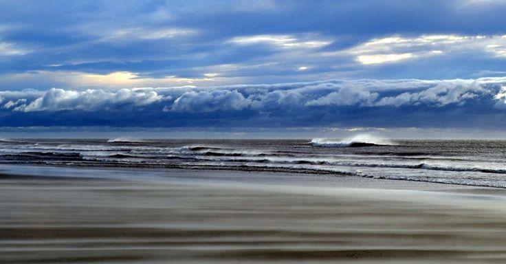 Considerada a maior praia contínua do mundo, a Praia do Cassino é destino para caminhantes aventureiros que cruzam os 220 km de praia entre os molhes da barra da Lagoa dos Patos, no balneário do Cassino, no Rio Grande do Sul, até a barra do arroio Chuí, na fronteira com o Uruguai
