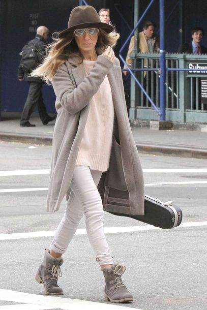 Sarah Jessica Parker - love her style. Love the long coat, hat and cozy sweater with booties.
