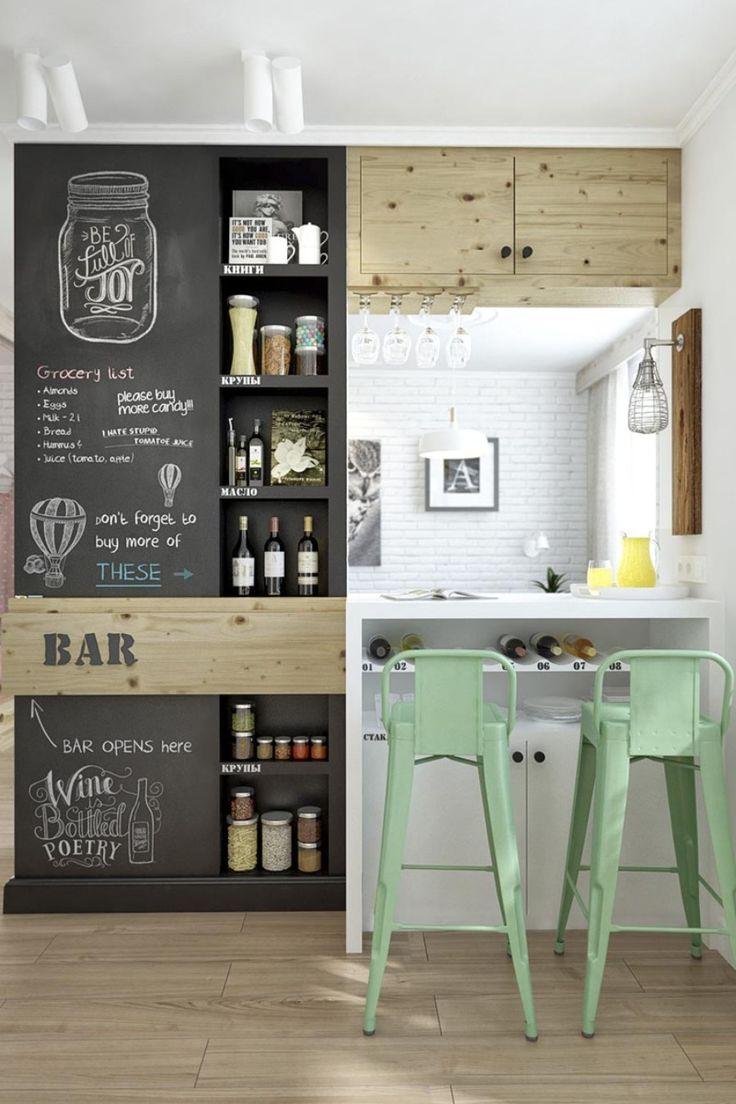 #FridayFinds   Cocinas con pizarra. ✒️ Consigue un efecto dibujo de toque industrial con #sillas y taburetes Tolix #decoración #interiorismo
