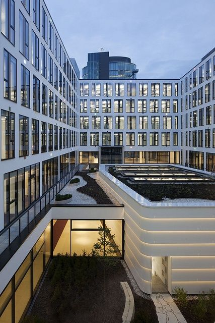 ICADE Premier Haus, Munich (Façade made of DuPont™ Corian®), Design: Ganzer-Hajek-Unterholzner / Louvieaux, Landau Kindelbacher, Photos: Werner Huthmacher