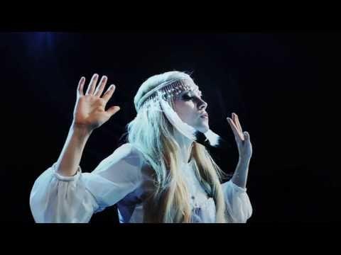 Finnish singer Christel Sundberg aka Chisu. http://www.youtube.com/watch?v=21d0935Wp7U