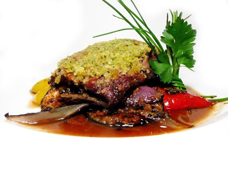 """Hovězí ,,Flank steak"""" s bylinkovou krustou a grilovanou zeleninou  #ukastanujarov http://www.ukastanu.cz/jarov"""