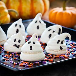 Cute and crispy and chewy too. Little meringue ghosts for Halloween.