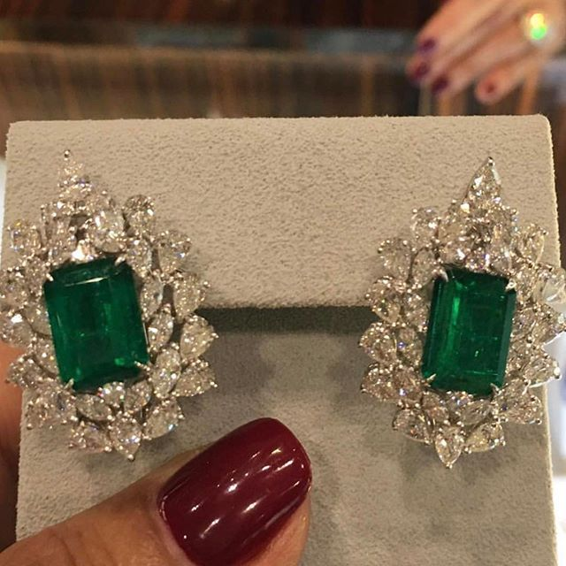 Visit us at #DJWE2017 to view our emerald and diamond pieces! Repost via @luxuryjewelleryevents !#MiaMoonJewellers is located at @alfardanjewelry pavilion! #Bahrain #Doha #highjewelry #ringsofinstagram #rings #jewelry #diamond #emerald #gemstone #diamonds #diamondring