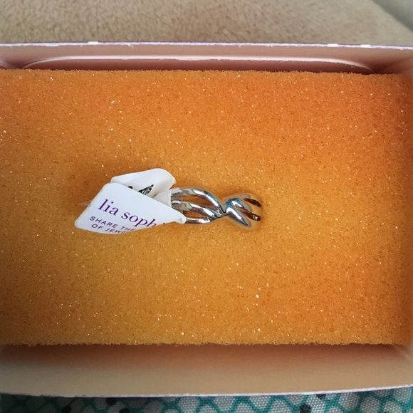 Lia Sophia twist of fate ring Size 6 Retired item, Lia Sophia twist of fate ring. New in box Lia Sophia Jewelry Rings