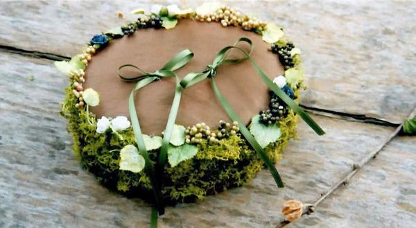 Ring Pillow made with moss by Kent Florist Mikiko Inoue