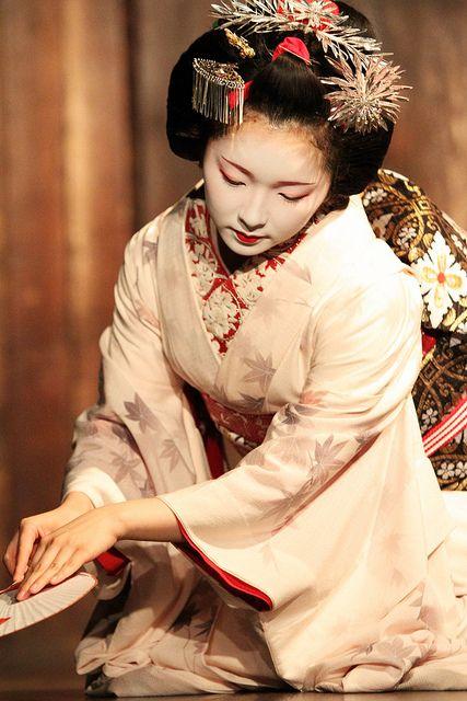 Maiko performance by Teruhide Tomori,