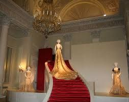 J3 - Palazzo Pitti : Galerie des costumes -  RR p.201 - Avril 8h15 - 18h30 http://www.polomuseale.firenze.it/en/musei/?m=costume