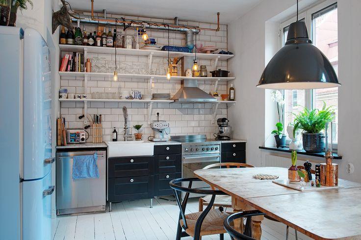 Les petites surfaces du jour  40m et un Smeg bleu  Kitchen  Small apartment decorating