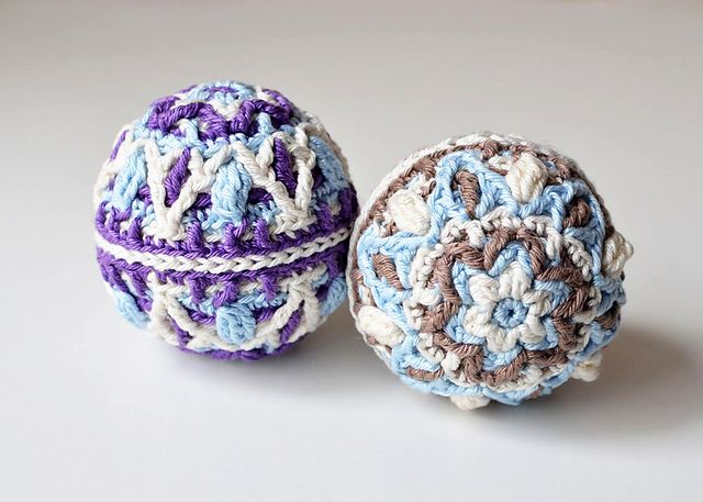 Using a G hook you get a 5 inch Christmas Ball using yarn instead of thread that comes out at a 2 inch ball. Paid pattern on Ravelry: Winter Pastels Ball - overlay crochet pattern by Tatsiana Kupryianchyk